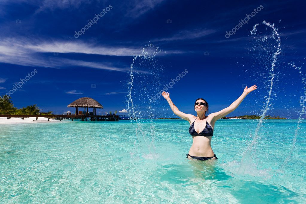 Beautiful woman jumps out of the sea leaving a big splash — Stock Photo #9651280