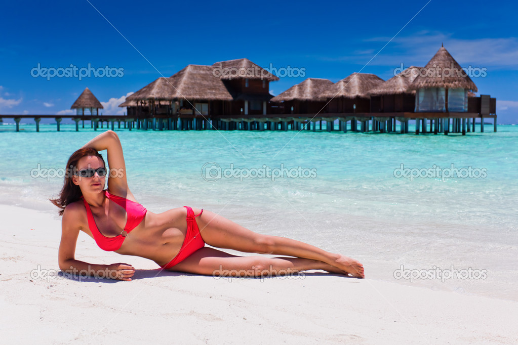 Woman in red bikini in tropical beach destination — Stock Photo #9651316