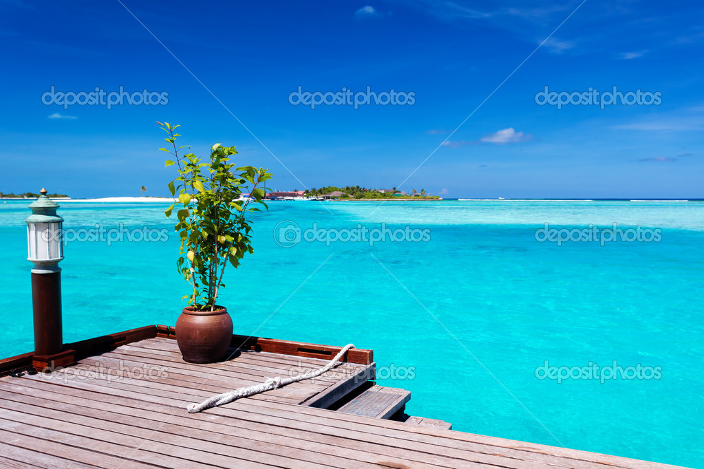 Jetty with amazing ocean view on tropical island — Stock Photo #9652099