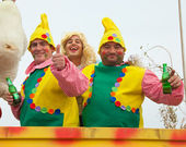 CORRALEJO - MARCH 17: Dressed-up participants on a carnival Floa — Stock Photo
