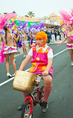 CORRALEJO - MARCH 17: Dressed-up child on a bike goes along with — Stock Photo
