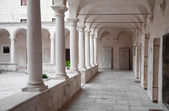 Cloister of the Franciscan monastery in Zadar, Croatia — ストック写真