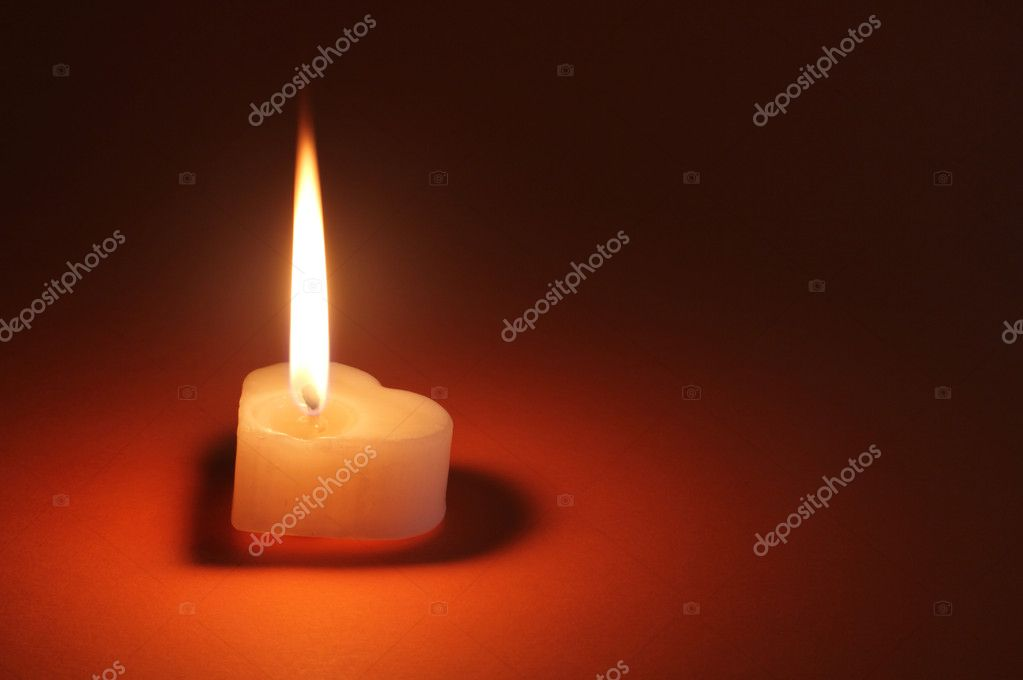 Image of heart shaped single candle over dark background — Foto Stock #10151705