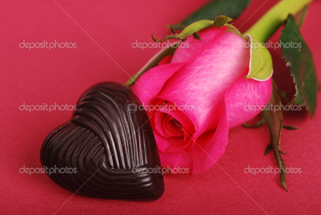 Sweet chocolate as a heart symbol with lovely pink rose on a Valentine's Day with space for your special text — Stock Photo #8842983