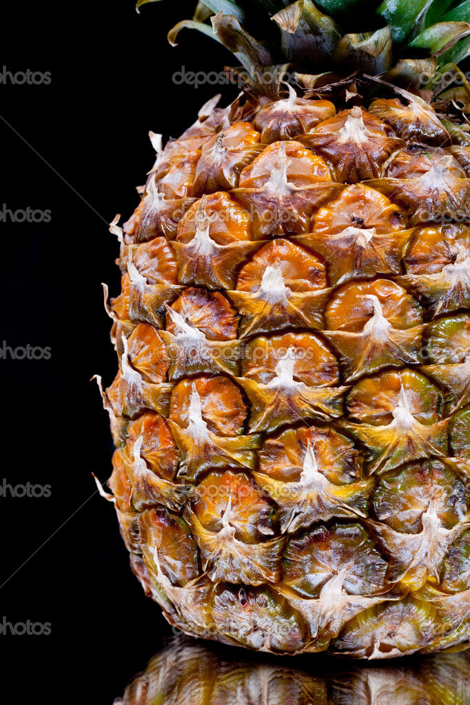 Ripe pineapple in the reflection on the background — Stock Photo #10348376