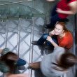 At the university/college - Students rushing up and down a busy — Stockfoto