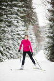 Cross-country skiing: young woman cross-country skiing — Stock Photo