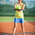 joueuse de tennis joli, jeune sur le court de tennis — Photo
