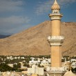 Stunning view of the city of Nizwa surrounded by mountains (Ad D — Stock Photo