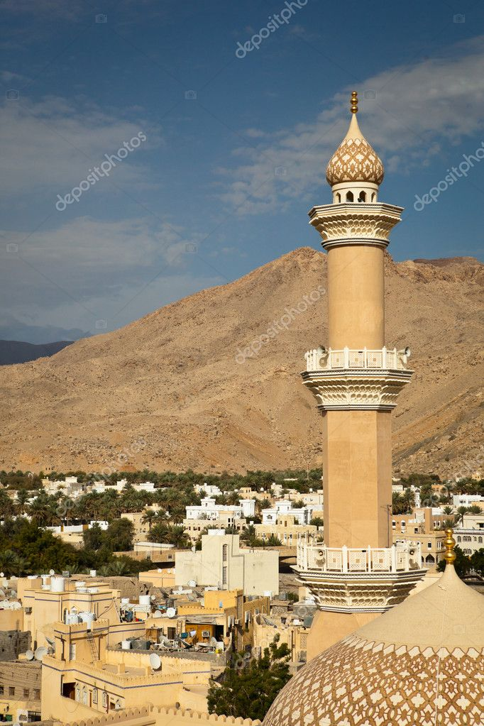Stunning view of the city of Nizwa surrounded by mountains (Ad Dakhiliyah, Oman)  Stock Photo #9115334