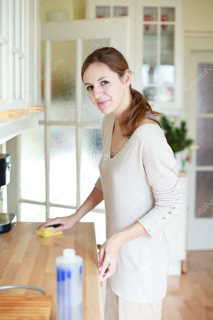 Young woman doing housework, cleaning the kitchen — Stock Photo #9115501