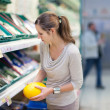 Pretty, young woman shopping for fruits and vegetables — Foto de Stock