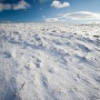 Snowy mountain scenery with deep blue sky — Stock Photo