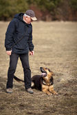 Master and his obedient (German Shepherd) dog — Foto Stock