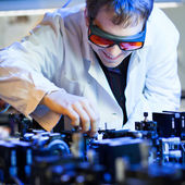 Scientist doing research in a quantum optics lab — Stockfoto