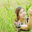 Foto Stock: Asian woman in the grasses