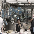 Chinese hawker in Hong Kong — Stock Photo