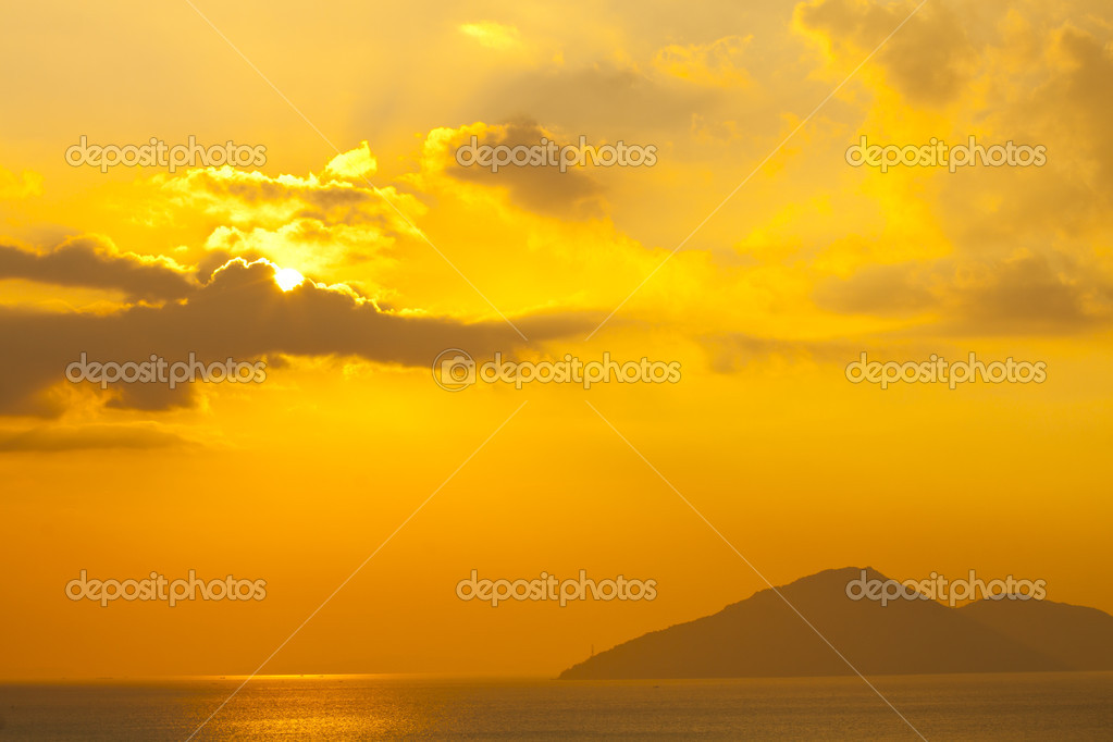 Sunset over the ocean in Hong Kong — Stock Photo #8745911