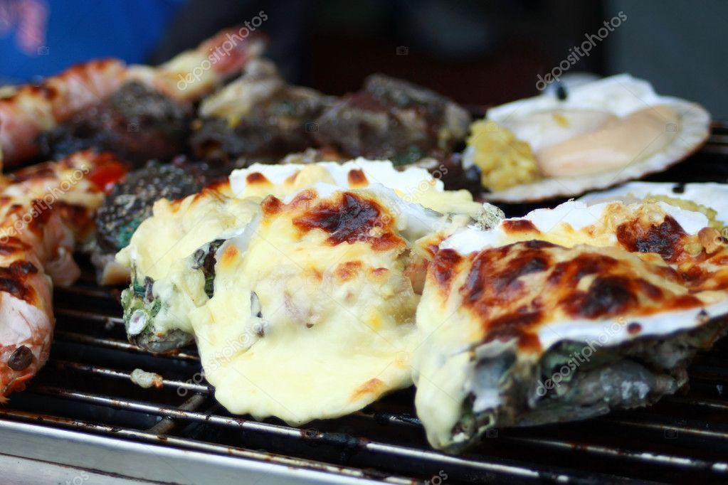 Cooking oysters with cheese — Stock Photo #8919923