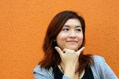 Mulher asiática, fingindo ligar para o telefone — Foto Stock