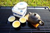 日光の下で中国茶セット — ストック写真
