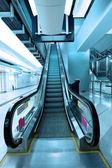 移动自动扶梯在地铁站 — 图库照片