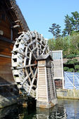 Water wheel next to a house — Stock Photo