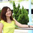 Asian woman smiling outdoor — Stock fotografie