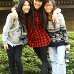 Asian good friends taking photos — Stock Photo
