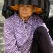 A Hakka old woman in Kat Hing Wai of Hong Kong — Stock Photo