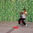 Chinese woman singing in Hong Kon — Stock Photo