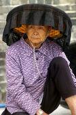 A Hakka old woman in Kat Hing Wai of Hong Kong — Stock Photo