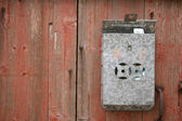 Postbox on wall — 图库照片