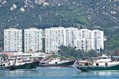 Balıkçılık tekne ve apartman blokları hong kong — Stok fotoğraf
