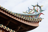 Colorful dragon statue on china temple roof — Stock Photo