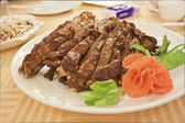 Roasted lamb on dishes — 图库照片