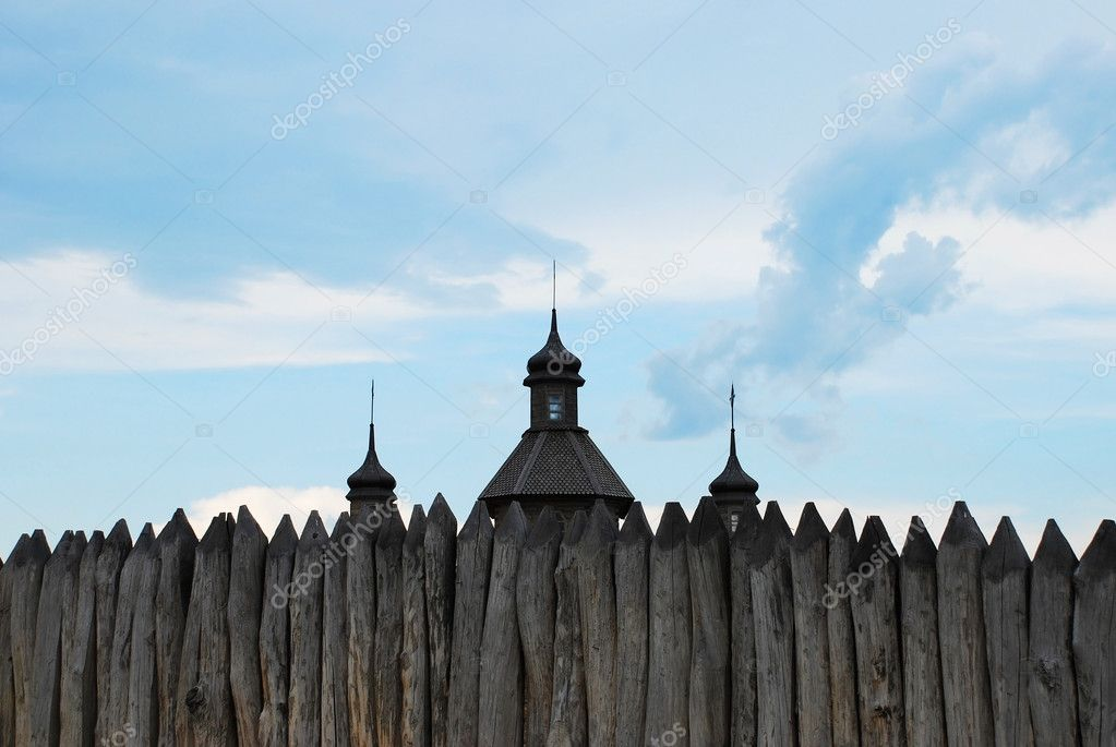 Ancient cossack wooden fence and church. Zaporozhye. Ukraine. Island Hortitsa — Stock Photo #9580616