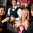 Barman prepare cocktails friends drinking at bar — Stock Photo