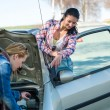 Starting broken car two women have problems — Stock Photo