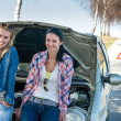Car defect two women waiting for help — Stock Photo
