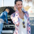 Car problem woman call road help - Stockfoto