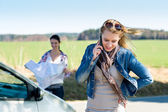 Two women lost on road call help — Stock Photo