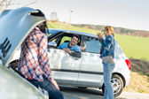 Car troubles girlfriends need help — Stock Photo