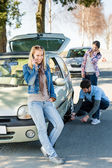 Wheel defect man helping two female friends — Stock Photo