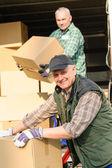 交货服务移动器男人纸板箱 — 图库照片
