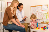 Pediatrician observe child girl play at surgery — Stock Photo