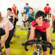 Spinning class at the fitness center — Stock Photo
