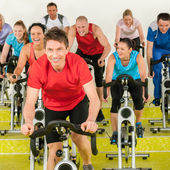 Fitness instructor with spinning class — Foto de Stock