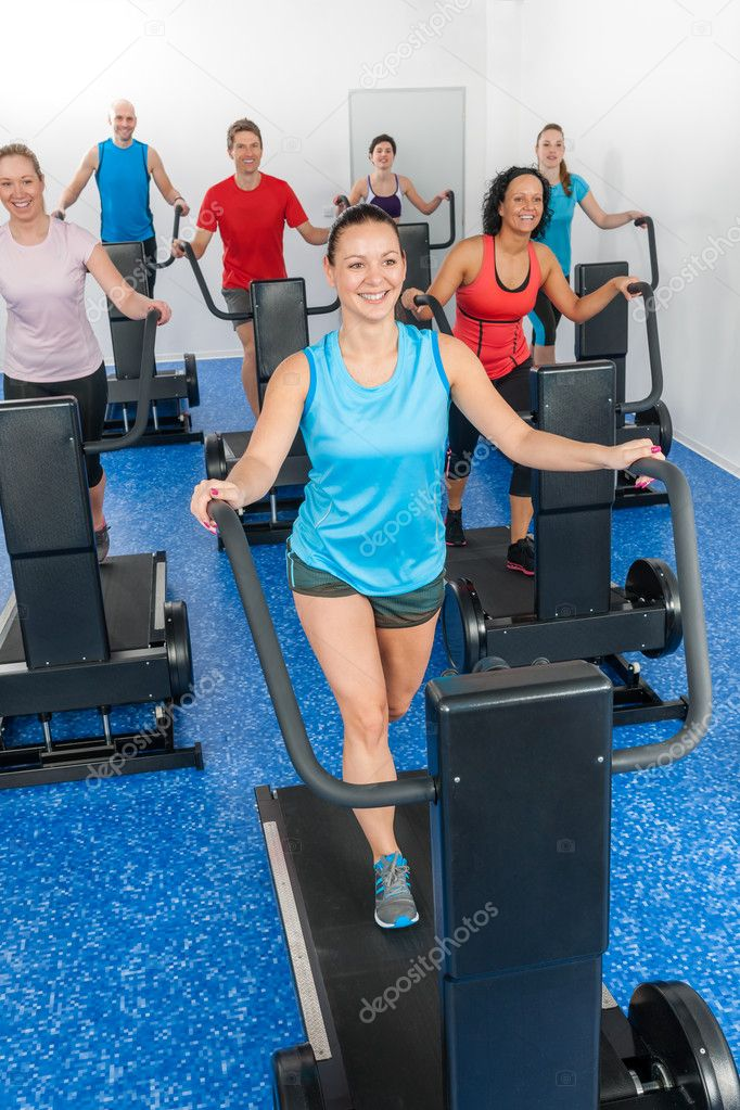 Group gym class walk treadmill running belt at fitness club — Stock Photo #10569795