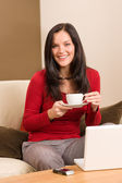 Pausa café mujer caliente de la bebida en casa — Foto de Stock